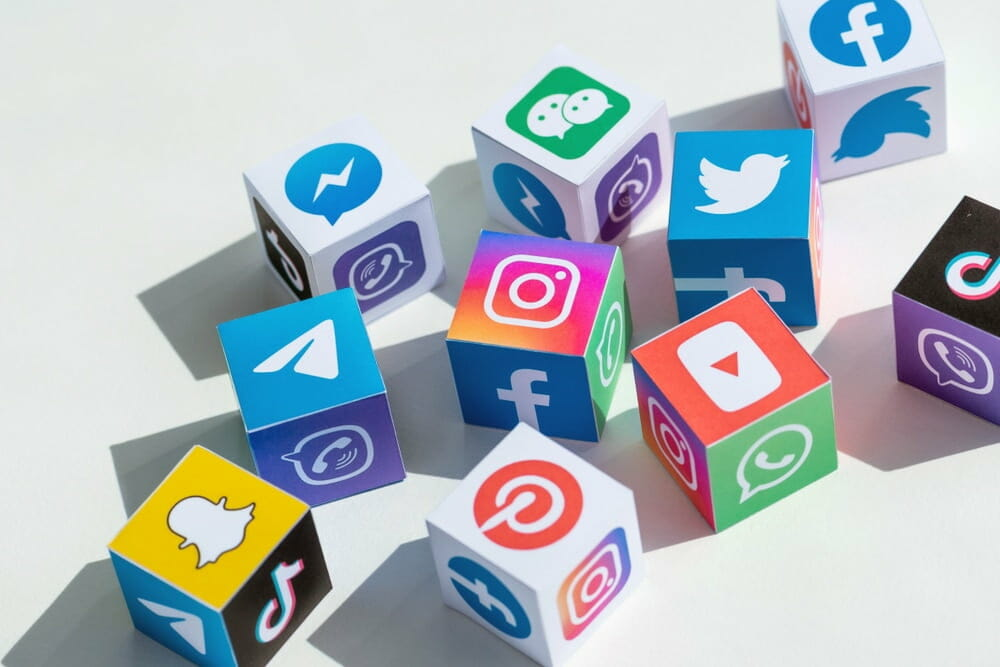 أشهر وسائل التواصل الاجتماعي الأكثر استخداماً في الدول العربية
