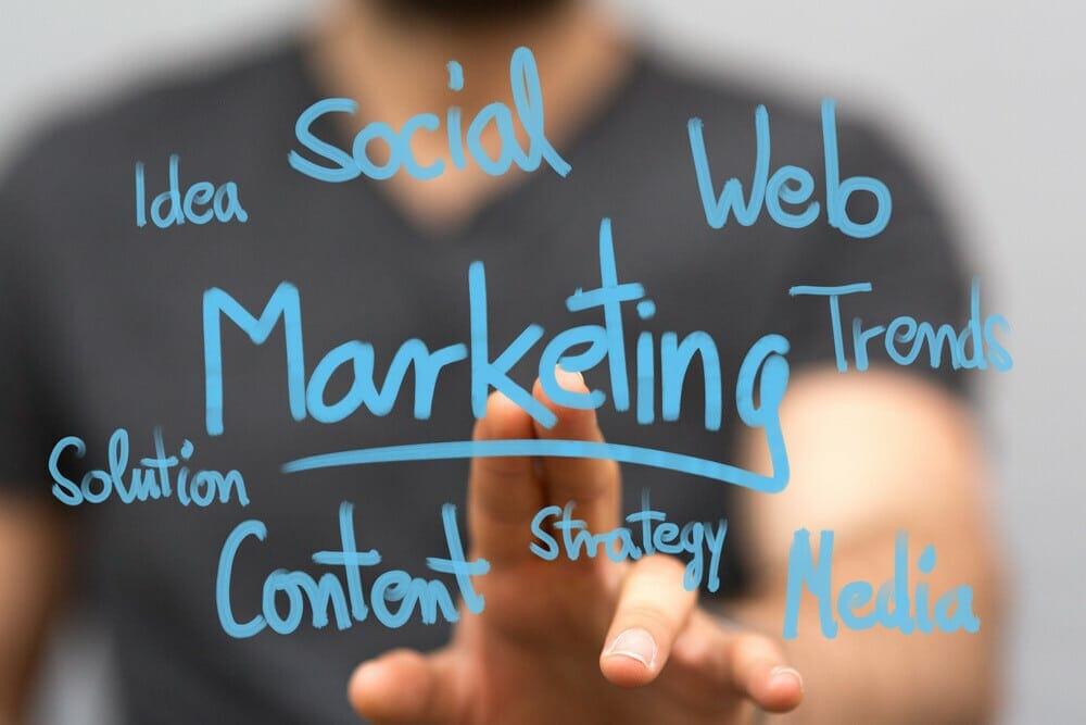 خدمات التسويق الالكتروني دليلك الشامل باستخدام أفضل أدوات التسويق الالكتروني 2021