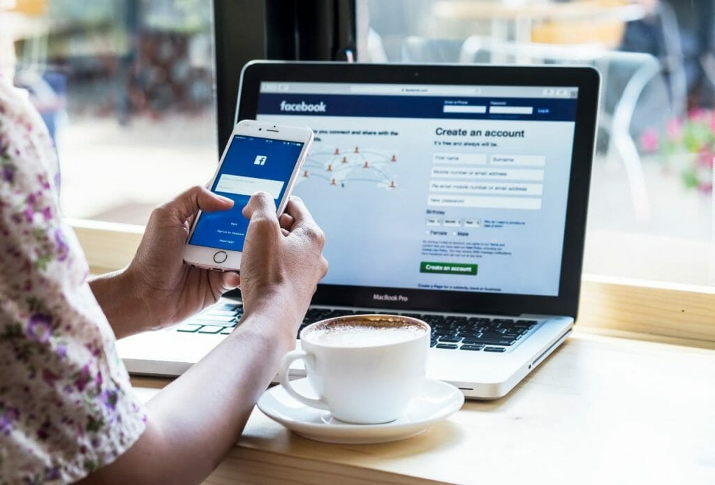 الإعلانات الممولة على فيسبوك